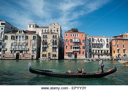 Gondel in Canal Grande, Venedig, Italien - Stockfoto