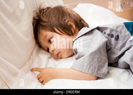 3 jahre alter junge gef hl nicht gut ausruhen mit einem. Black Bedroom Furniture Sets. Home Design Ideas