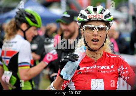 Nove Mesto Na Morave, Tschechische Republik. 24. Mai 2015.  Schweizer Jolanda Neff, Recht, Getränke, gewann Damen - Stockfoto