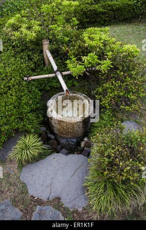 Wasser gilt als reinigend in Japan, daher die Betonung auf Sauberkeit im Alltag. - Stockfoto