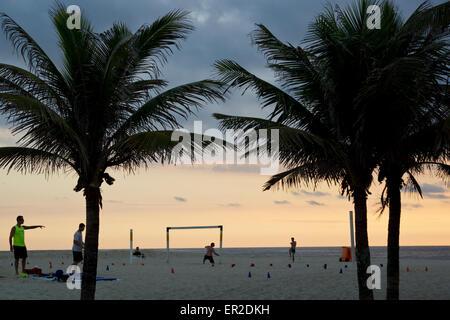 Strand Fußballspieler am Ipanema Beach, Rio De Janeiro, Brasilien - Stockfoto