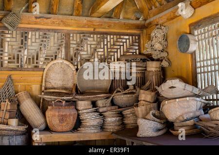 dekoration weidenk rbe handgefertigt in einem traditionellen mittelalterlichen shop. Black Bedroom Furniture Sets. Home Design Ideas