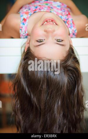Porträt eines Mädchens auf den Kopf - Stockfoto