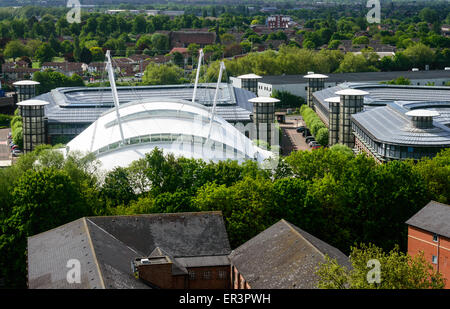 Nottingham-Finanzamt von oben abgebildet. Die wichtigsten weißen Kuppelbau und Gebäude mit zylindrischen Türmen - Stockfoto