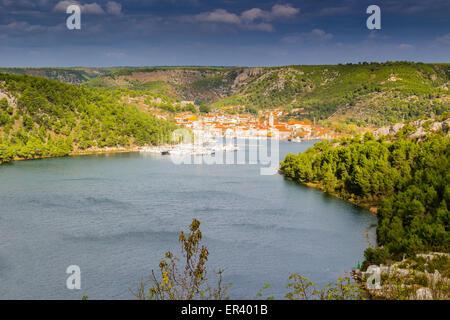 Blick über die Bucht von Skradin endet Fluss Krka in Kroatien - Stockfoto