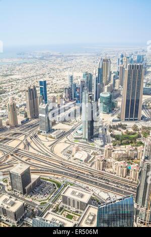 Ansicht der Sheikh Zayed Road vom Burj Khalifa Observation Deck, Dubai City, Vereinigte Arabische Emirate, Vereinigte - Stockfoto