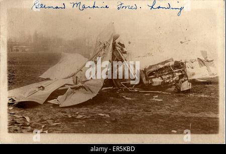 Erster Weltkrieg deutsche Doppeldecker - Bruchlandung, Frankreich.  1910er Jahre - Stockfoto
