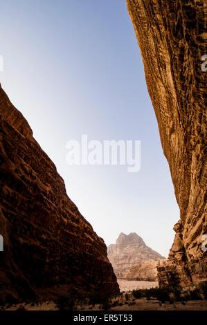 Felswand, Wadi Rum, Jordanien, Naher Osten - Stockfoto
