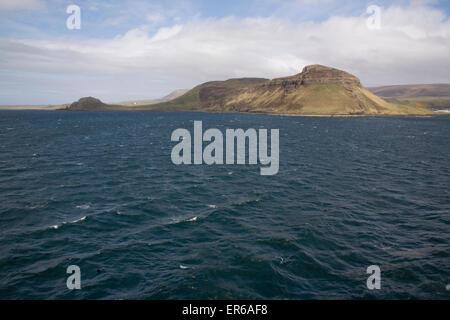 Ansicht des Balgown aus dem Uig Lochmaddy Fähre, Isle Of Skye, Highlands, Schottland - Stockfoto