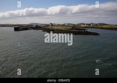 Lochmaddy gesehen von Uig Lochmaddy Fähre, North Uist, die Hebriden, Schottland - Stockfoto