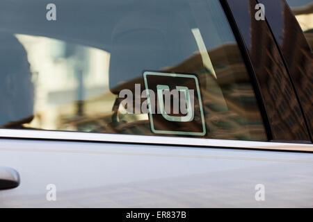 Uber-Aufkleber auf Autoscheibe - USA - Stockfoto