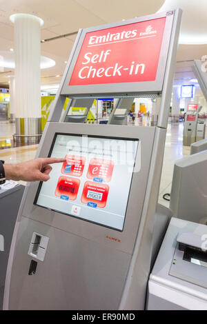 Check In Automaten Bedienung