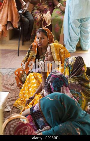 Rajasthan, Indien. 25. Oktober 2011. Eine Partnerorganisation Vatsalya Anoothi unterstützt verarmten Dorffrauen - Stockfoto
