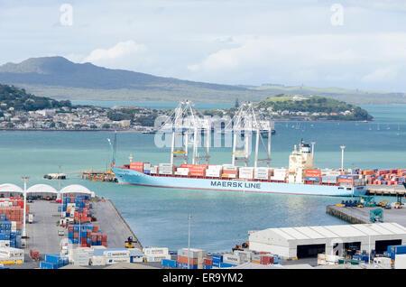 Frachter im Hafen, Auckland, Nordinsel, Neuseeland - Stockfoto