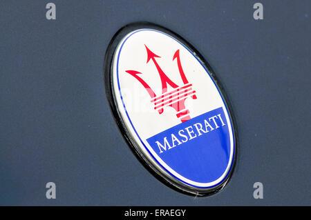 Abzeichen Sie auf der Motorhaube ein Maserati Gran Tourismo - Stockfoto