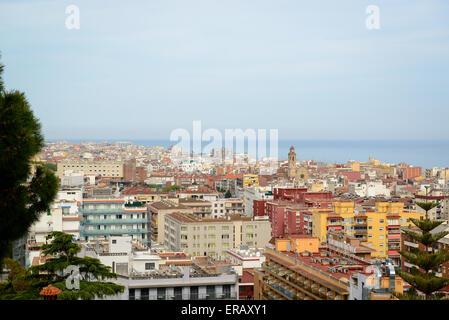 Allgemeinen Blick auf die Hügel auf Calella Town, Katalonien, Spanien - Stockfoto