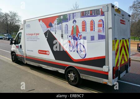 Santander bike Fahrradverleih service van Teilnahme an einem Mietsafe punkt Docking Station im Hyde Park London - Stockfoto