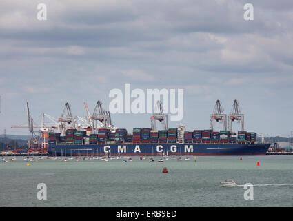 Containerschiff CMA CGM Amerigo Vespucci abgebildet in Southampton Docks Containerhafen - Stockfoto
