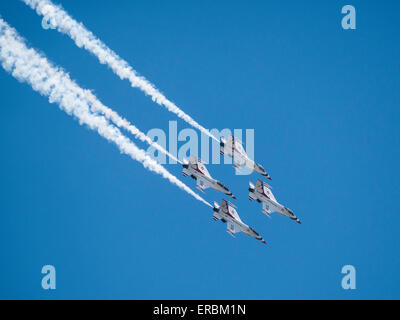 USAF Thunderbirds im Flug, Rocky Mountain Air Show, Aurora Reservoir, Colorado. - Stockfoto