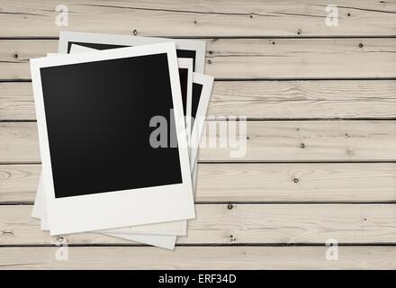 sofortigen leeren polaroid fotos rahmen auf h lzernen hintergrund kostenloses exemplar vintage. Black Bedroom Furniture Sets. Home Design Ideas