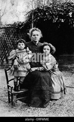 Marie Curie mit ihren Töchtern Irene und Eva, 1908. MC: Polen geborenen französischer Physiker und Pionier der Radioaktivität, - Stockfoto
