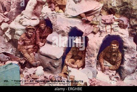 """1. Weltkrieg: """"Tommy"""" zu Hause in deutschen Einbäume. Auf Postkarte veröffentlicht offizielle Krieg zu fotografieren. - Stockfoto"""