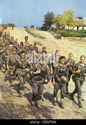 WW2 - Zug von Soldaten marschieren in Richtung der Ostfront. - Stockfoto