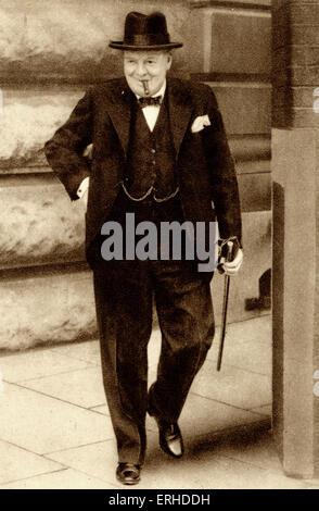 Sir Winston Churchill 10 Downing Street, London zu verlassen.  Britischer Premierminister, 1874-1965. - Stockfoto