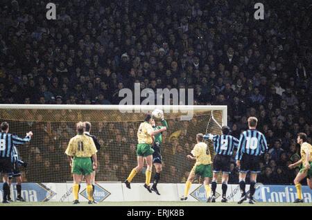 Norwich City 0 V Inter Mailand 1 UEFA-Cup-Runde 16 Hinspiel an der Bramall Lane. Inter Mailand gewann eine Null - Stockfoto