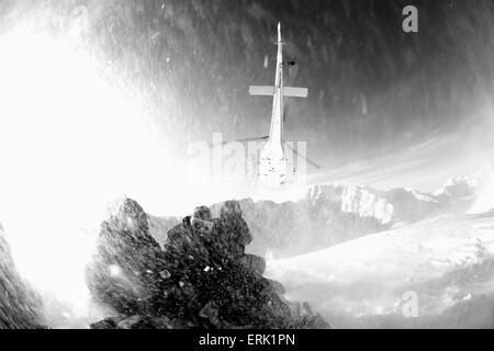 POV Hubschrauber abheben von den Bergen oberhalb von Haines mit Schnee wirbeln, südöstlichen Alaska - Stockfoto