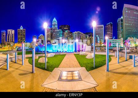 Uptown Skyline von Charlotte, North Carolina, USA und Park. - Stockfoto