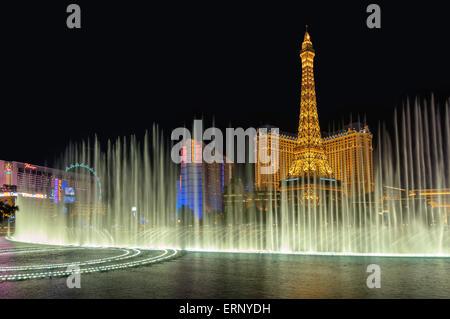 Bellagio Springbrunnen und Paris Hotel, Nachtbeleuchtung am Las Vegas Strip