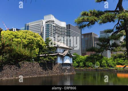 Kaiserpfalz und Skyline von Tokyo - Stockfoto