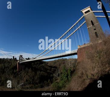 Clifton Suspension Bridge in Bristol, England, UK. Von Isambard Kingdom Brunel entworfen und im Jahre 1864 eröffnet. Eine Weitwinkelansicht.