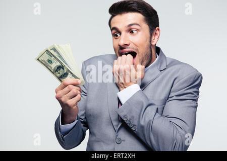 Gut aussehend Geschäftsmann mit US-Dollar auf grauem Hintergrund - Stockfoto