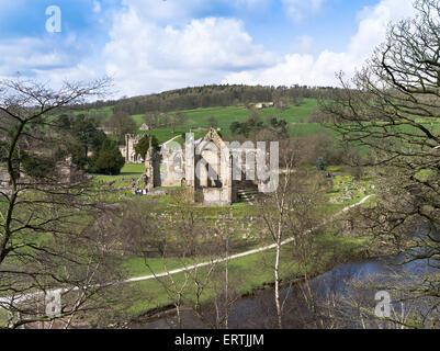 dh Bolton Abtei WHARFEDALE NORTH YORKSHIRE Bolton Priory Wharfedale Abbey Ruinen Yorkshire Dales Flusses Wharfe - Stockfoto