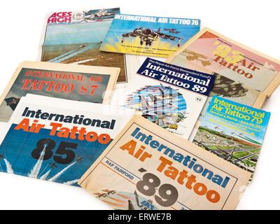 Sammlung von Oldtimer-Programme International Air Tattoo aus den 1970er und 1980er Jahren. - Stockfoto