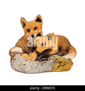 Handbemalten Ornament eines Paares der Füchse auf der Suche nach ihrem cub - Stockfoto