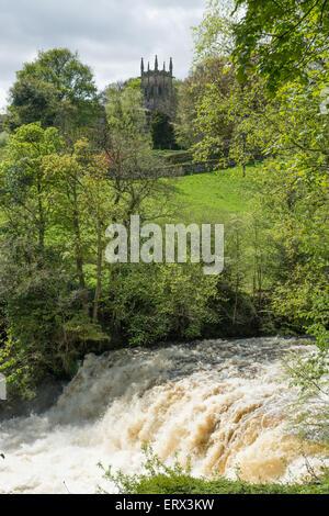 Aysgarth Wasserfälle und Kirche, Wensleydale - Stockfoto