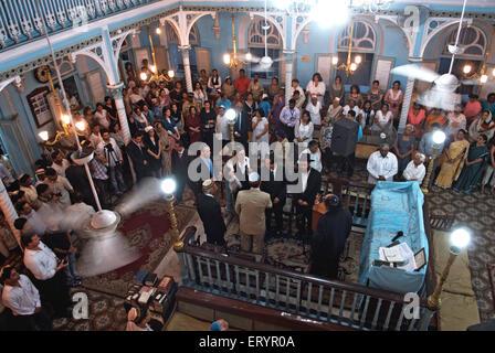Juden-Gemeinschaft bietet an Kenneth Eliyahoo Synagoge Gebet für die Opfer des Terroranschlags von Deccan Mudschaheddin - Stockfoto
