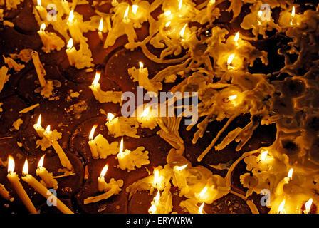 Anzünden von Kerzen in Erinnerung an den Terror-Anschlag; Bombay; Mumbai; Maharashtra; Indien - Stockfoto