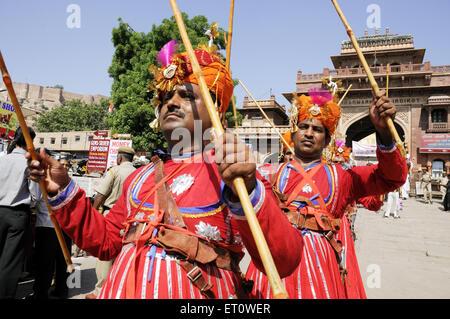 Gher Volkstänzer bei Marwar Festivals; Jodhpur; Rajasthan; Indien Herr #786 - Stockfoto