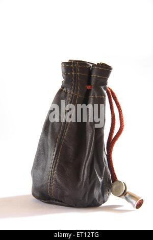 Lederbeutel; kleine Tasche; Geldbörse oder Brieftasche; Finanzen; Indien - Stockfoto