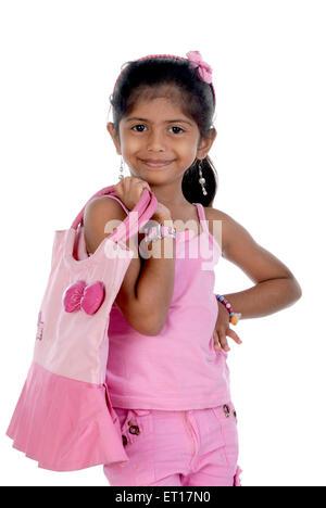Mädchen in rosa Kleid mit passender Farbe Shopping Bag HERR #736 M - Stockfoto