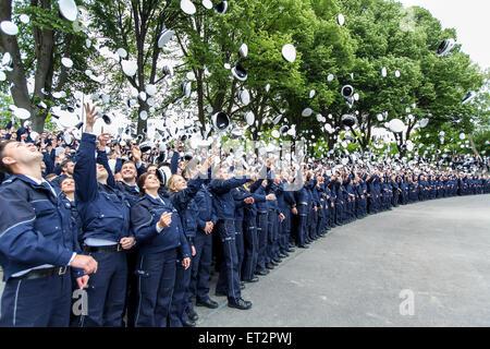 GAP-Wurf nach einer Vereidigung von 1500 neue Polizisten in Dortmund, Deutschland - Stockfoto