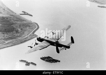 Die RAF' s nur Lancaster-Bomber während des Fluges über Central London abgebildet. 11. Juli 1976. - Stockfoto