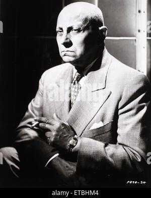 """Erich von Stroheim, Portrait qualmender Zigarette am Set des Films """"Sunset Boulevard"""", 1950 - Stockfoto"""
