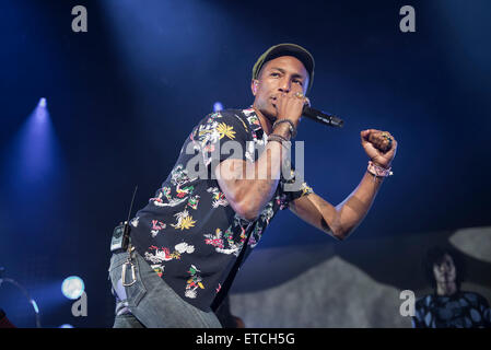 Leeds, UK. 12. Juni 2015. Pharrell Williams tritt bei Leeds Arena 2015 Credit: Gary Mather/Alamy Live News - Stockfoto