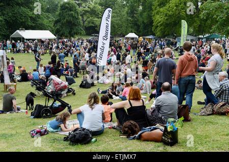 Brighton, UK. 14. Juni 2015. Hunderte von Hunden und ihren Besitzern bei der jährlichen Rinde in der Park-Hundeausstellung - Stockfoto