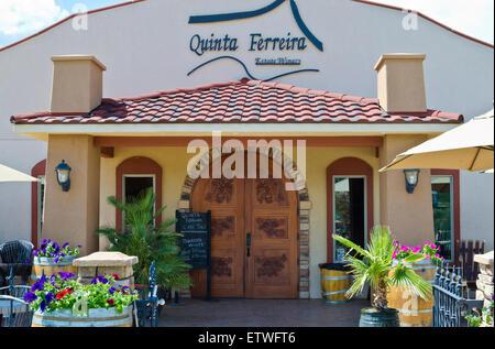 Quinta Ferreira Weingut in Oliver, British Columbia, Kanada.  Wein Verkostung und Verkauf von Gebäudehülle.  Schöne - Stockfoto